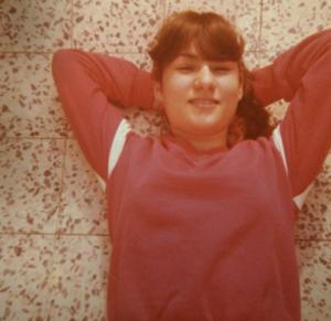 לפני טיפול בחצ'קונים ואקנה, תמונה בגיל 12 - הסיפור של אורית קדים