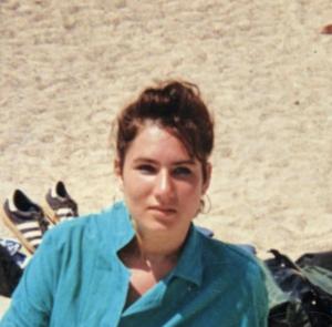 בזמן טיפול בחצ'קונים ופצעי בגרות, תמונה מגיל 18 - הסיפור של אורית קדים