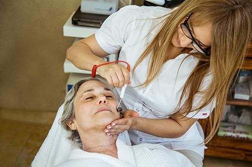 יפה בכל גיל, טיפול פנים מלא - סדנה לנשים, אורית קדים