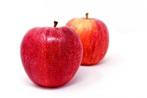התפוח מכיל חומרים שמטיבים עם עורך -  חומצה אלפה הידרוקסי - מחדש את העור ועוזר להבהרת פיגמנציה, חומצה מאלית - מטיב עם העור האקנתי, מחסל חיידקים ובקטריות ומונע זיהומים, ויטמין C - בונה קולגן וחומצה אילארונית, ויטמין E - נוגד חימצון חזק, ומגן מנזקי השמש.
