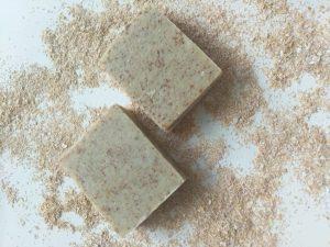 מטרתו של הסבון לנקות את *שכבת הקרנית בעור הפנים, מלכלוך, שומן ואיפור, בלבד!